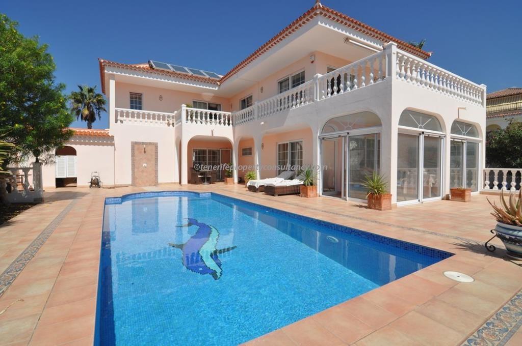 Villa 795,000 €